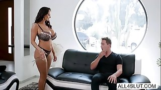 Huge tits MILF Ava Addams rails dicks and wants cum in her face