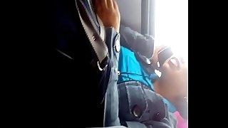 Chica me ve la verga en bus