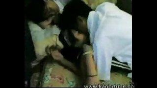 Student Gangbang sa kanyang Classmates - www.kanortube.com